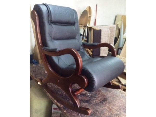 Fotelja Na Ljuljanje U Koži
